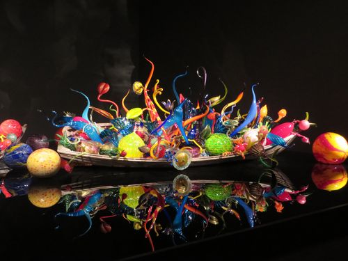 ChihulyGardenAndGlass_Seattle-2283515-6147870-220-H[1]